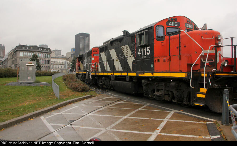 CN 4115 on local by the waterfront
